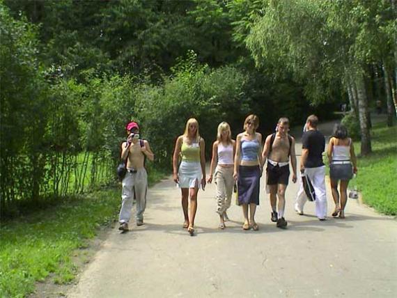Умань 2003 с красивым экскурсоводом(зеленая майка) в тройне интерестней.