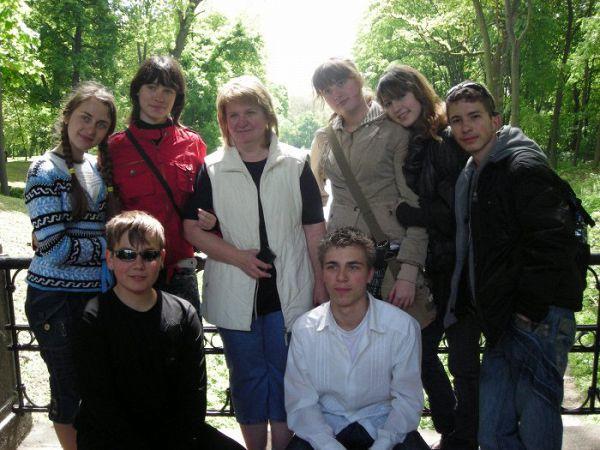 мой клас( не все ученики) и учитель англ.языка