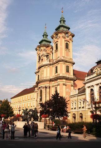 Эгер. Площадь Иштвана Добо. Церковь Антония Падуанского (церковь миноритов) 1773