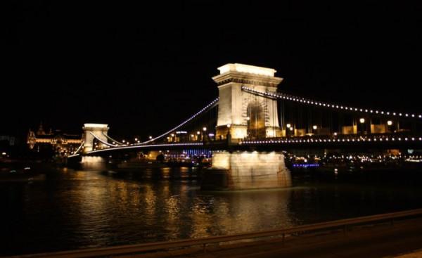 Будапешт. Цепной мост (Мост графа Сечени) http://ghost-like.blogspot.com/2009/09/blog-post_25.html