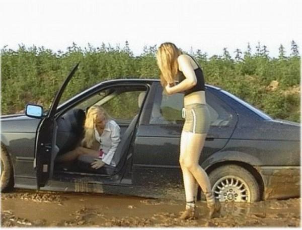 Девушки за рулём