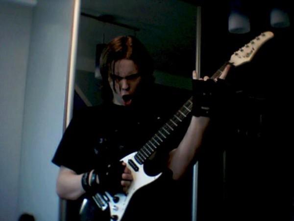 Я, моё гитарко и адская натура