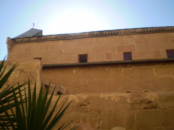 Древние стены монастыря Св. Екатерины.