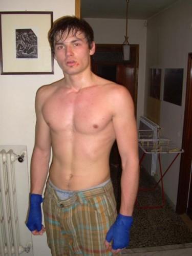 после бокса...у друга на дому...немного подмятый)