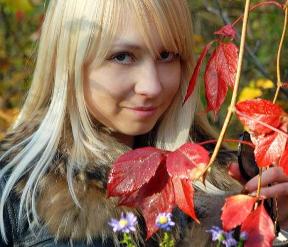 Осень хрустальный покой, Что-то напомнила, Может быть, главное И помахала рукой...