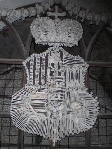 Герб из человеческих костейКутна Гора