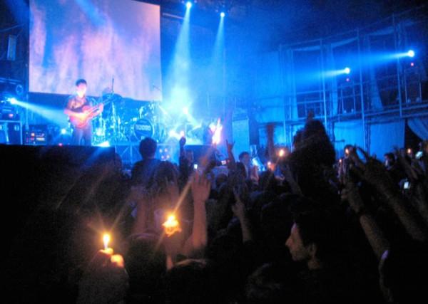 """исполнение песни \""""Гореть\"""" - весь зал присел и зажег огни..."""
