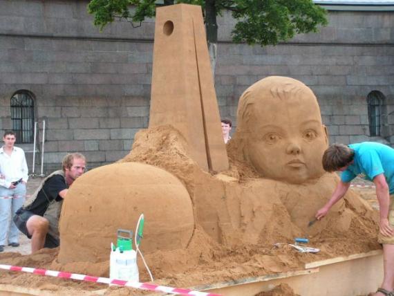 Выставка песчаных скульптур последне штрихи