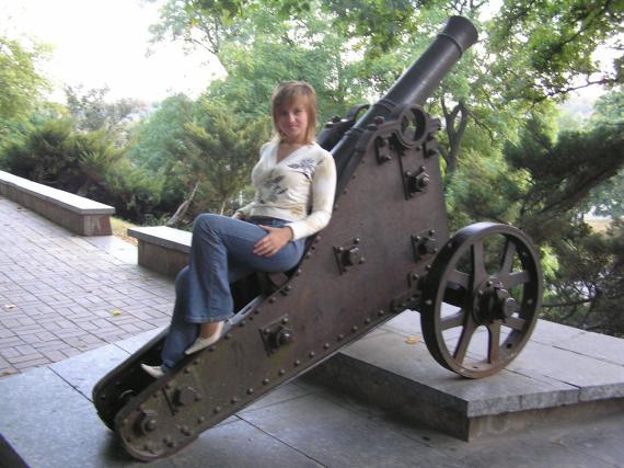 Из пушки не только стреляют - на ней и сидеть удобно :)