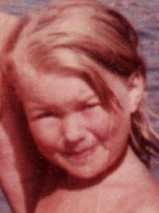 Когда-то я была таким милым ребенком... Что выросло, то выросло !