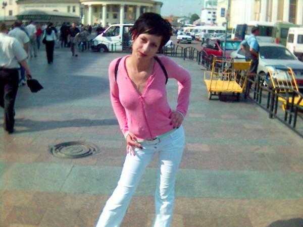 По-моему розовый к белому в самый раз:)