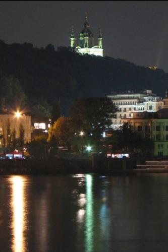 Вид на Андреевскую церковь.