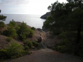 Спуск в бухту к Черному морю.