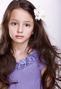 Аня, 6  лет (заказ детской фотосъемки по телефону: 050-46-310-46) студия Finegold продакшн http://www.babyphotostar.com.ua/vote.php