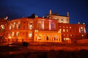 Оперный театр ночью