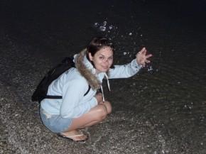 Берег Чёрного моря, вечер.