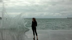 летнее настроение бывет перменчиво... особенно у моря ))) фотографируясь у набережной Вы рискуете получить внеплановое купание