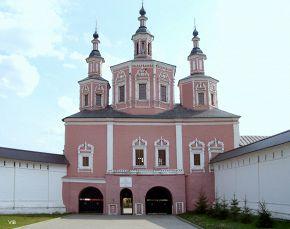 Вход в Свенский монастырь