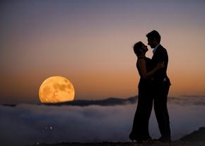 С любовью друг друга к Луне