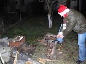 Не будет детишкам Нового Года...пустил Дедушка Мороз елочку на дровишки(((...Зато будет мастерский Шашлычок!!!))
