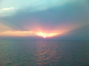 прост красивий захід сонця в гирлі Дуная