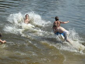 напились ))))))))))))даже вода не помогает