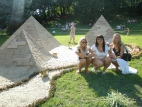 Всего ничего...пирамидки..короче говоря мини Египет )))