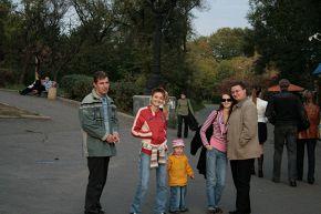 Семейная прогулка:)