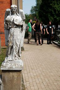 на кладбище Дембица, Польша 19/06/2008