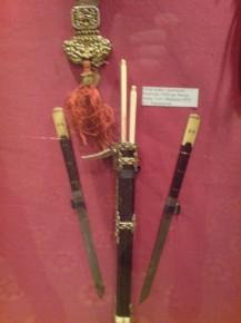 Монгольский набор: 2 ножа  палочки для еды