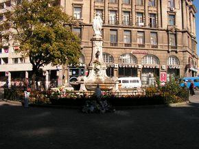 Пам'ятник Божій Матері біля площі Міцкевича