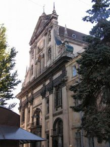 Фасад Костьолу єзуїтів