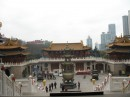 храм 3-его века, стоит в ценре мегаполиса. (Шанхай)