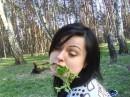пьянь хотела выглядеть эротично. а кто сказал, что брать в рот всякую гадость -эротично?))