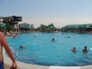 в бассейне через пять минут кроме меня и пары-тройки перепуганных мужиков, прижавшихся к бортикам, никого не было-))) Лемуркакидиотныряющий