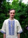 Це я у вишиванці у себе перед хатою