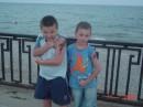 Слева мой братан.