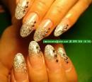 прозрачный гель+ переход золотым песочком+ камешки сваровски. красиво смотрится в серебряном и розовом цвете.  Переход можно выполнить и на натуральных ногтях.