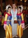 я с двумя красотками:) фестиваль Citrawarna Malaysia