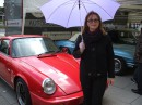 Наконец  нашла машину,подходящую по цвету к зонтику
