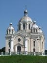 Нельзя обойти стороной эту церковь,гармонично вписавшуюся в величественный ландшафт ПРИКАРПАТЬЯ.