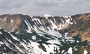 з півночі урочище Гаджина обмежується горою Шпиці та її відрогами, на задньому плані Говерла