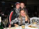 Какие-то две мартышки на заднем плане втесались в кадр)))