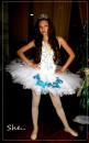 девочка в костюме снежинки