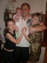 Я с женой и с младшенькой доченькой Настенькой( ей 5 мес.) и со старшенькой доченькой Русланочкой (11 лет)