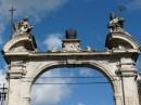 Ворота біля собору (певно, до раю;)))