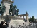 2011 - Венгрия - Будапешт - Площадь героев - на лошадь не удалось забраться...