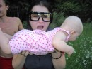 Гуманоиды в очках-телевизорах поглощают земных детей!111