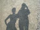Две любящие друг-друга тени наслаждаются каждым мгновением, проведенным вместе. Ведь только днем они могут быть вместе...