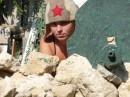 Мы с мужем отдыхали в Севастополе. Хозяин дома сделал пулемёт из подручных средств. А шапка- из бани.